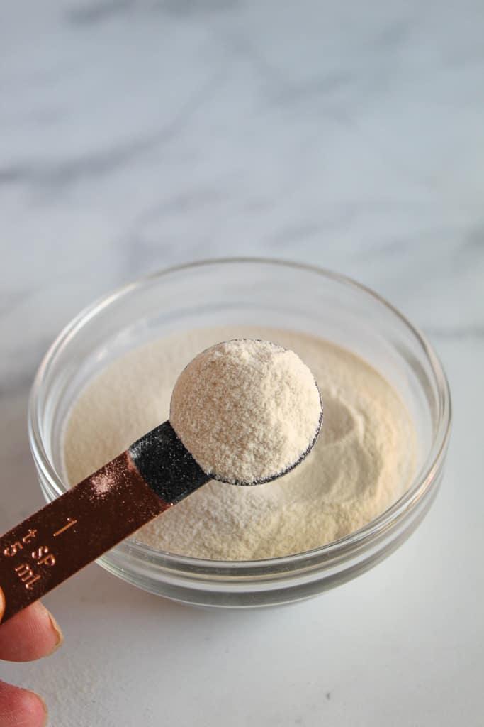 bowl of gluten free thickener xanthan gum